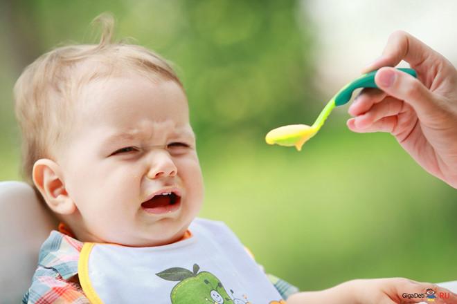 Khẩu phần ăn không phù hợp cũng sẽ khiến trẻ bị chướng bụng khó tiêu