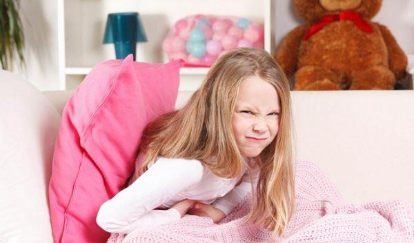 Táo bón gây đầy hơi, khó tiêu và đau bụng cho trẻ